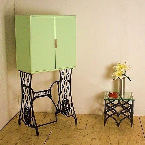 Que ideia bacana! Armário com reuso do pe de uma antiga máquina  de costura.  Pinterest:  http://ift.tt/1Yn40ab http://ift.tt/1oztIs0 |Imagem não autoral|