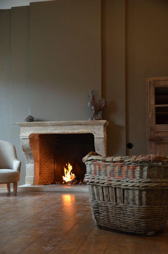 Une cheminée en pierre de taille #salon #cheminee #pierre