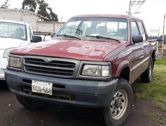 Vendo Camioneta Mazda B2600 4x4 Mazda 4x4 Suv