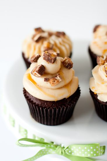 Snickers Cupcake Recipe with a vlog cupcake piping how-to tutorial