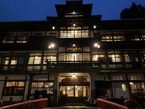 家族旅行で 銀山温泉 ライトアップされた幻想的な大正ロマンの街並み 2020 ホームウェア 銀山温泉 銀山