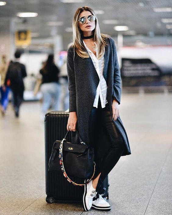 Los abrigos holgados y largos son una excelente opción para tus outfits.