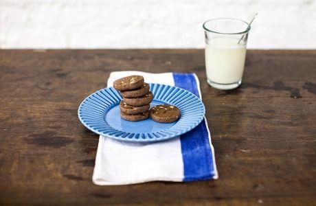 Biscoito de chocolate com castanha-do-pará | Panelinha - Receitas que funcionam