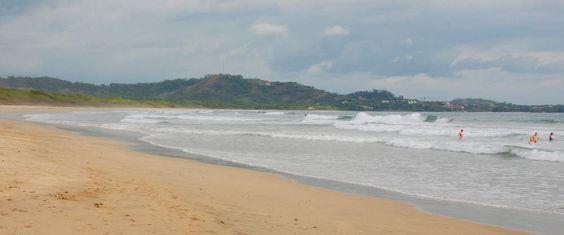 Playa Grande, Guanacaste es divertido. Se puede navegar en el agua.