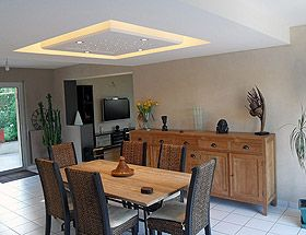 D caiss plafond placo et plaffonier staff d cor pluie de luminaires pinterest d coration for Decoration staff maison