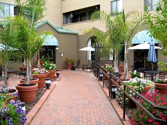 At Pacifica Senior Living San Leandro, our residents have many choices when it comes to filling their days—which is attractive to seniors seeking a comfortable, stylish, intimate senior care community. http://www.pacificasanleandro.com/