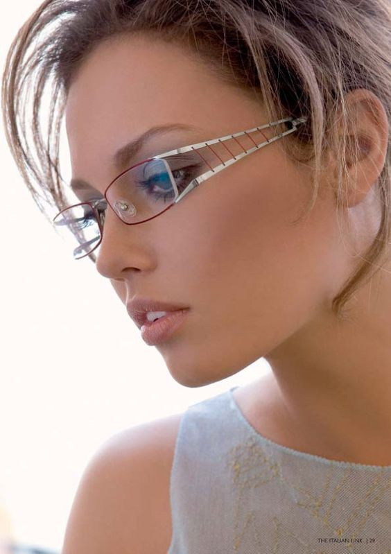 Have Eyeglass Frames Need Lenses : Oval-shaped prescription eyeglasses have always been a ...