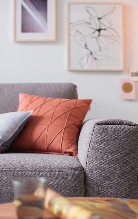 Wohnzimmer Inspiration Kissen Across Und Sofa Grau Scandi Look Schoner Wohnen Kollektion In 2020 Schoner Wohnen Wohnzimmer Inspiration Graues Sofa