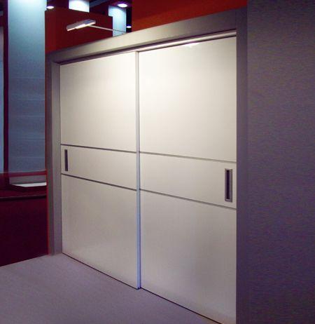Sistema corredizo colgante con tecnolog a central drive for Closet con puertas corredizas