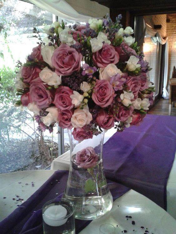 Arreglo floral para fiesta de 15. Decoración integral de fiestas y eventos por Mariela Boghossian