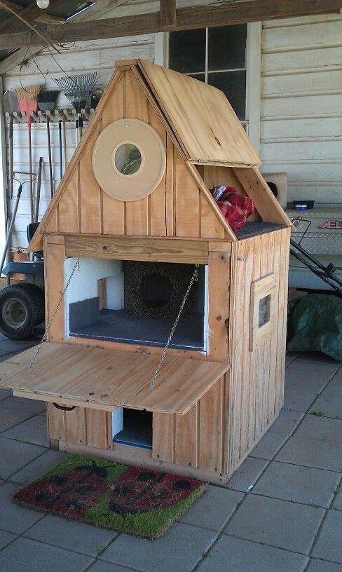15 Diy Outdoor Cat Houses For Your Fur Babies Outdoor Cat House Cat House Diy Wooden Cat House