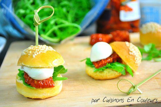 Mini hamburger  tomate séchée mozzarella et roquette