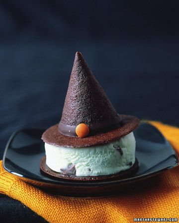 --Ice Cream Sandwiches *Witch!*--   this would be the cutest idea EVERRRR!  lol. I love Halloween. ♥ it's soooo pretty.