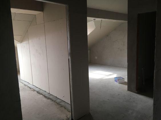 Вид из коридора на кухню, в комнату и санузел
