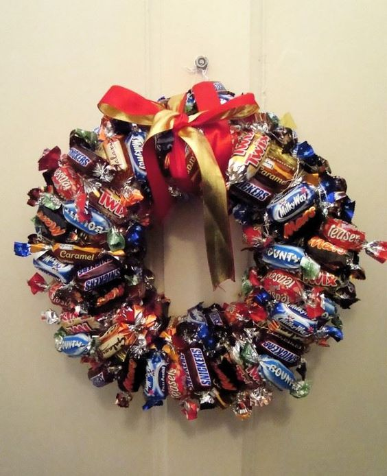 Do you love chocolate? (who doesn't?) Well why not make a Christmas wreath out of your favorite