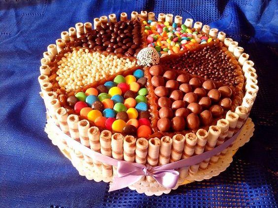 Tortas con golosinas buscar con google tortas y - Adornos con golosinas ...