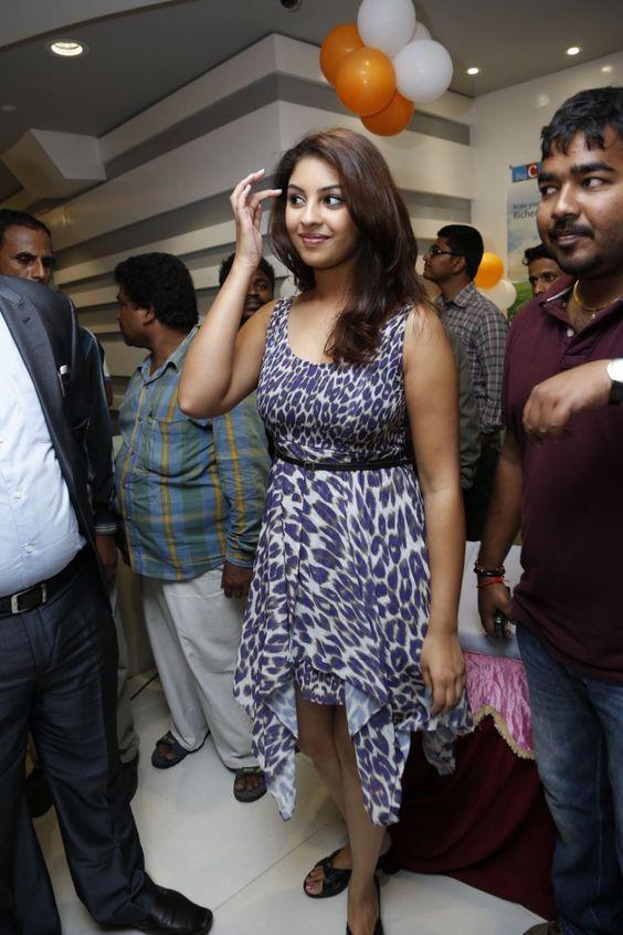 richa-gangopadhyay-latest-pics-at-big-c-mobile-show-room-launch-43