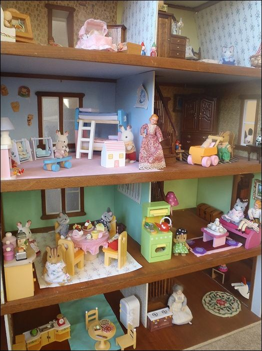 Great Lot Calico Critters Delux Village House With Critters And Some  Furniture #CalicoCritters | Dollhouses | Pinterest | Village Houses And  Dollhouses