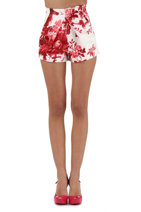 Exklusive Bekleidung für Damen aus dem Hause Dondup. Letzte Mode zu günstigen Preisen.