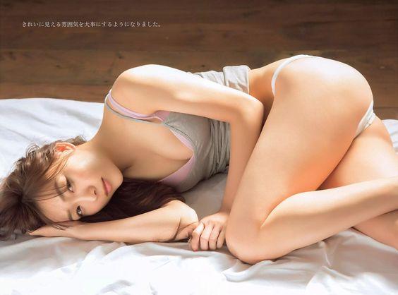 須田亜香里かわいい表情と綺麗なヒップラインがいい画像