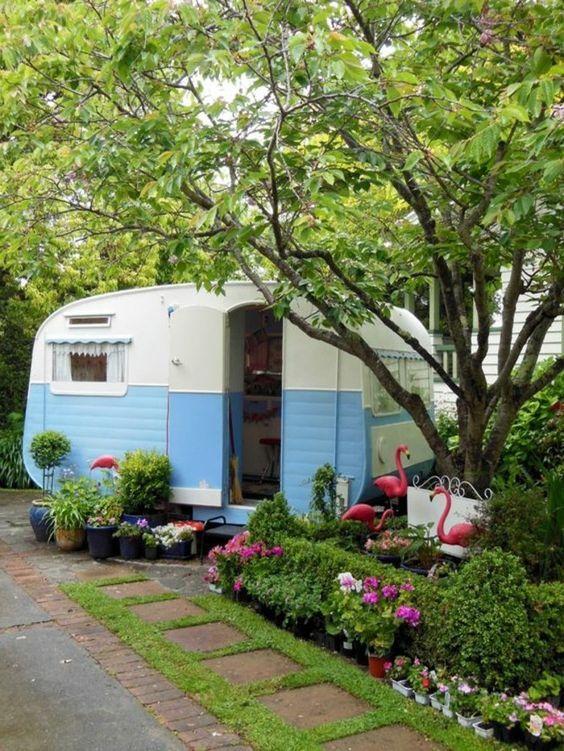 caravane vintage bleue
