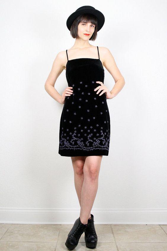 Vintage Velvet Dress 90s Dress Grunge Dress Black Velour Mini Dress Beaded Floral Dress Bodycon Skater Dress 1990s Dress M Medium L Large #vintage #etsy #90s #1990s #velvet #beaded #goth #grunge #softgrunge #clubkid #dress
