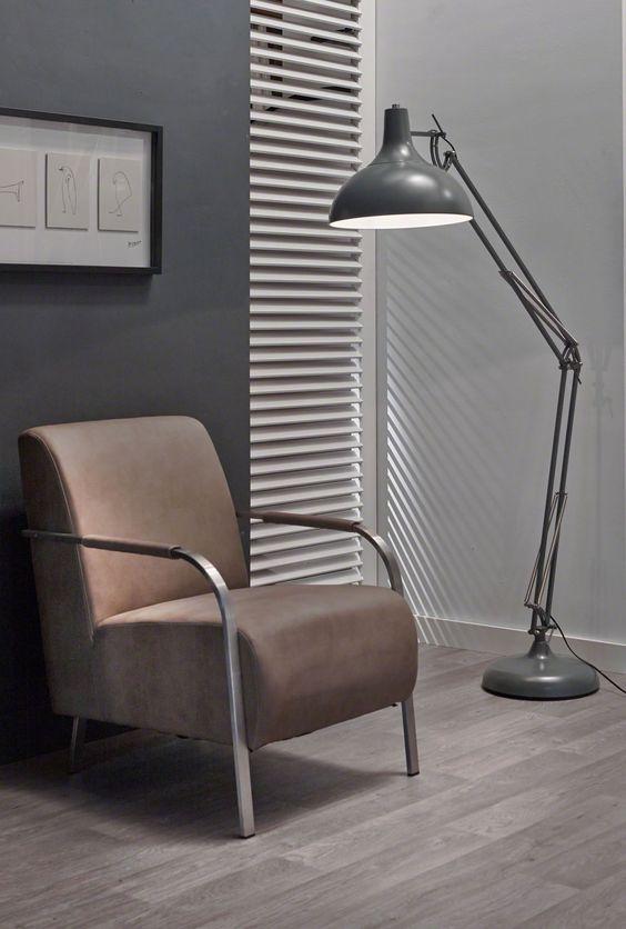 Vloerlamp Luxo - Grijs is vernoemd naar een bekend animatie karakter en komt uit de collectie van DaViDi Design. Bestel deze industriële lamp vandaag nog bij Furnies.nl!