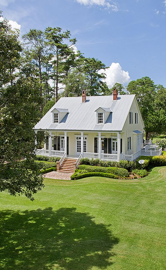 Wraparound porch wraparound and porches on pinterest for Country house with wrap around porch