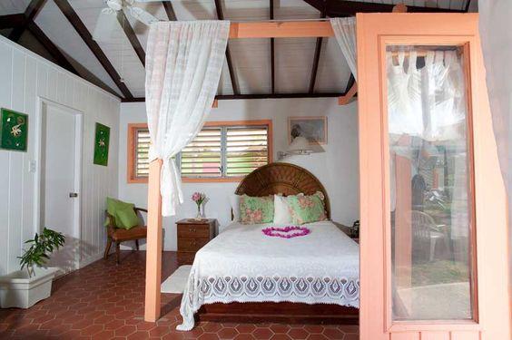 Ein echtes Karibik-Erlebnis sind die Zimmer und Strand-Cottages sowie das Restaurant mit leckerer Inselküche. Bar, Lounge, Bibliothek und Wi-Fi Zugang. Meerblick und unvergessliche Sonnenunterg&a