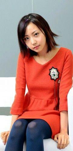 オレンジのお洋服の木南晴夏