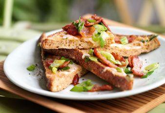 French Toast mit Speck und Käse