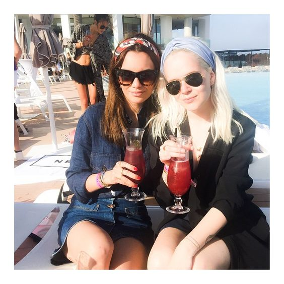 Pool side with @mariejedig ☀️ #nellypoolparty #ibiza @nellycom