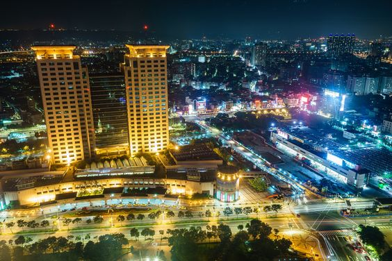 @New Taipei City, Taiwan 順便測試忍者反光板 對於玻璃的反光還是無法完全擋住 不過已經比沒裝好很多了 https://www.picturedashboard.com