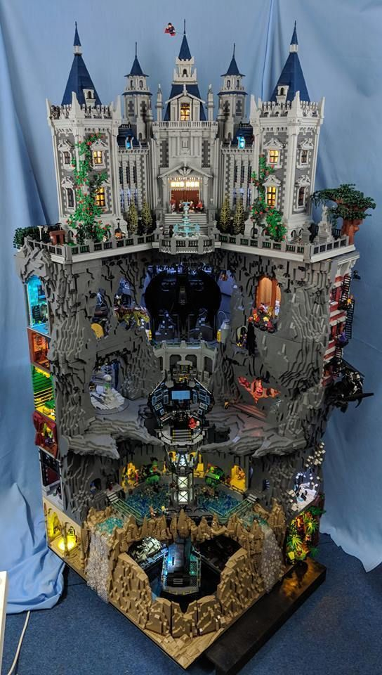 Brinquedos Mansao Wayne E Batcaverna Em Lego Lego Display