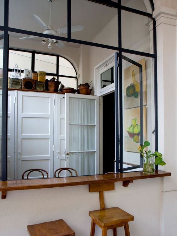 Une fen tre transformable for Verriere interieure cuisine