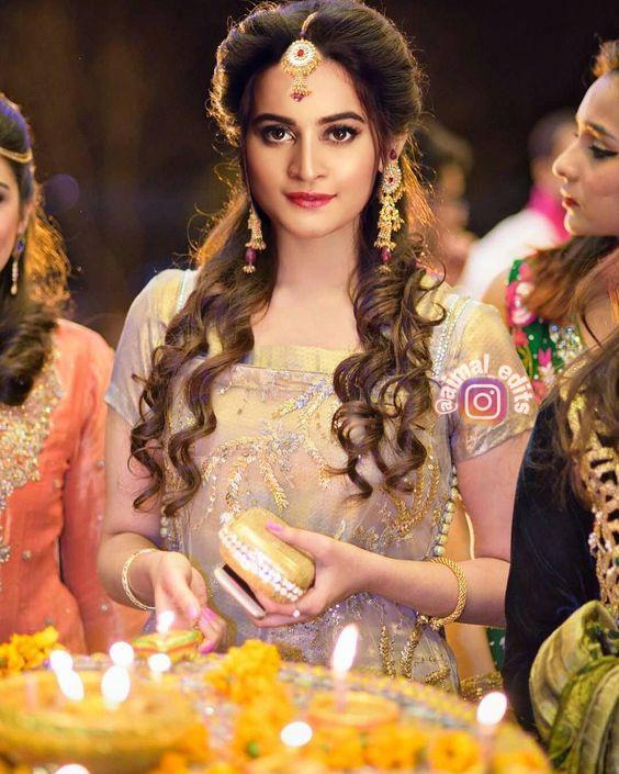 Beauty Hayyyyyyyy Aimankhan Pakistani Party Hairstyle Mehndi Hairstyles Pakistani Makeup Looks