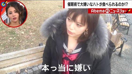 セーラー服を着ている三谷紬さん