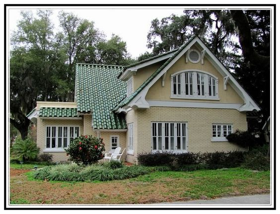 Best Yellow House With Green Metal Roof Crystal River 400 x 300