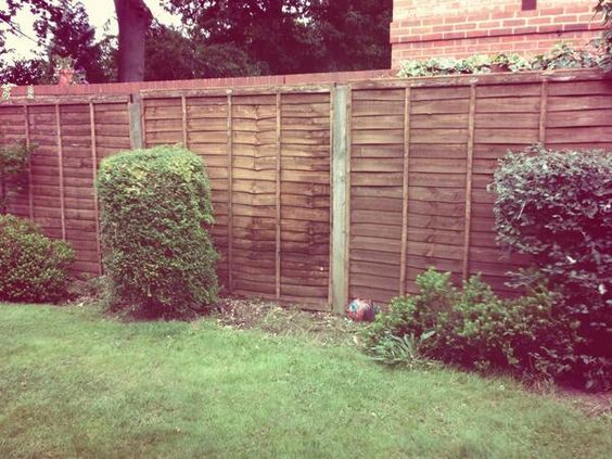 These lap panels are looking great in the latest job from Aye Gardens  http://www.avsfencing.co.uk/fencing/fence-panels/waney-lap