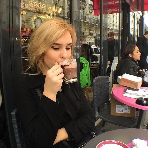На завтрак у меня макаруны и горячий шоколад #paris #paul #lovethisplace #lifestyle #france #chocolate by nastia_shaulska