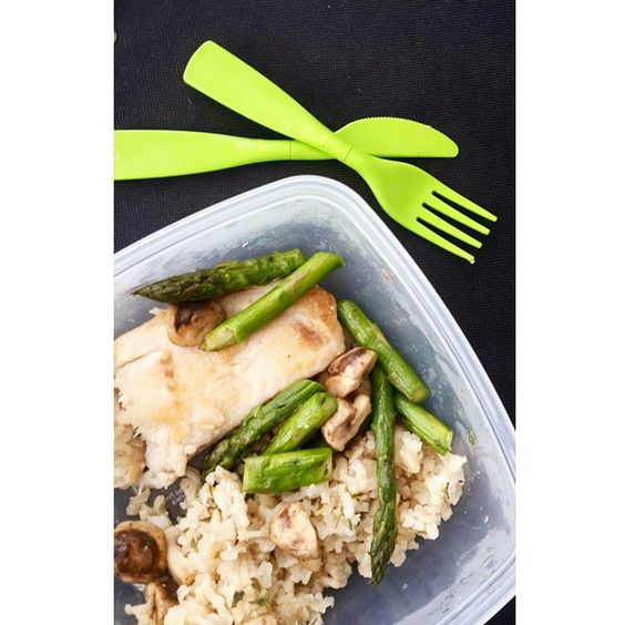 Fish, brown rice and asparagus with mushrooms, basic and easy lunch #fit #iifym #ifitfityourmacros #healthy #personal #food #foodporn #protein #carbs #fat #eatforabutt #eattogrow #fitfam #fitgirl #fitness #fitnessfood #anarecovery #recovery #nutrition #lunch #healthylunch #rice #mushrooms #fish #brownrice #asparagus #Padgram