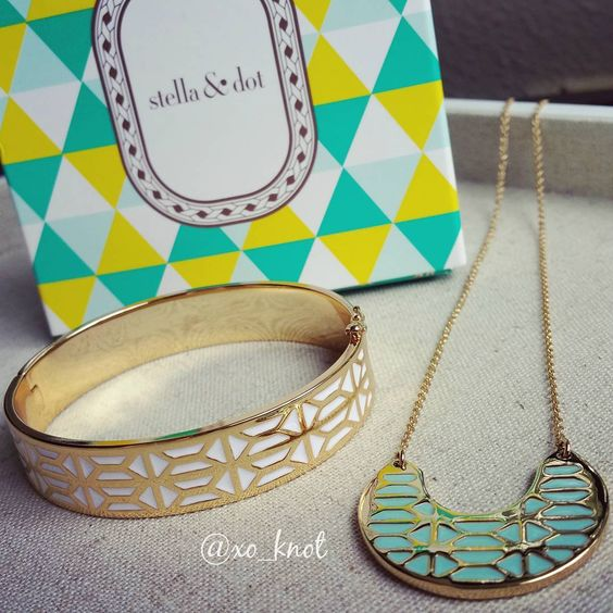 I just received my summer samples and they are seriously GORGEOUS. Photos do not even come close to showing the beauty of our new enamel pieces! Oh and the necklace is reversible! #StelladotStyle #Fashion #Style #Shopping #Summer #Jewelry #Shop #Accessories #FashionTrends #Turquoise #Necklace #Bangle