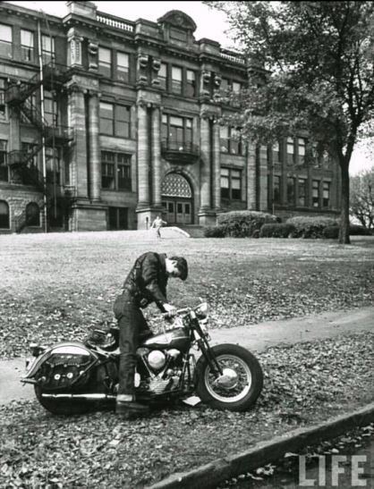 Elvis in front of Humes High school. Life magazine.(画像あり ...