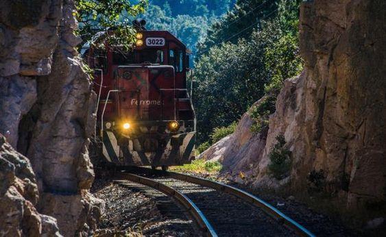 Tips para organizar tu viaje en el único tren de pasajeros de México, que te lleva por las majestuosas Barrancas del Cobre