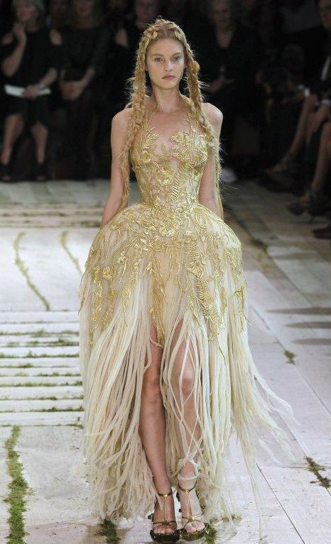 ♥ Romance of the Maiden ♥ couture gowns worthy of a fairytale - Alexander McQueen.