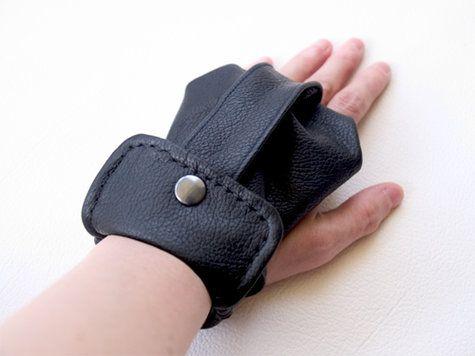 wrist wallet in leather