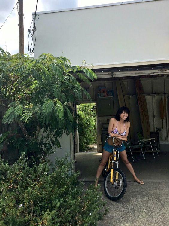 自転車に乗ってお出掛けするわちみなみのエロ可愛い画像