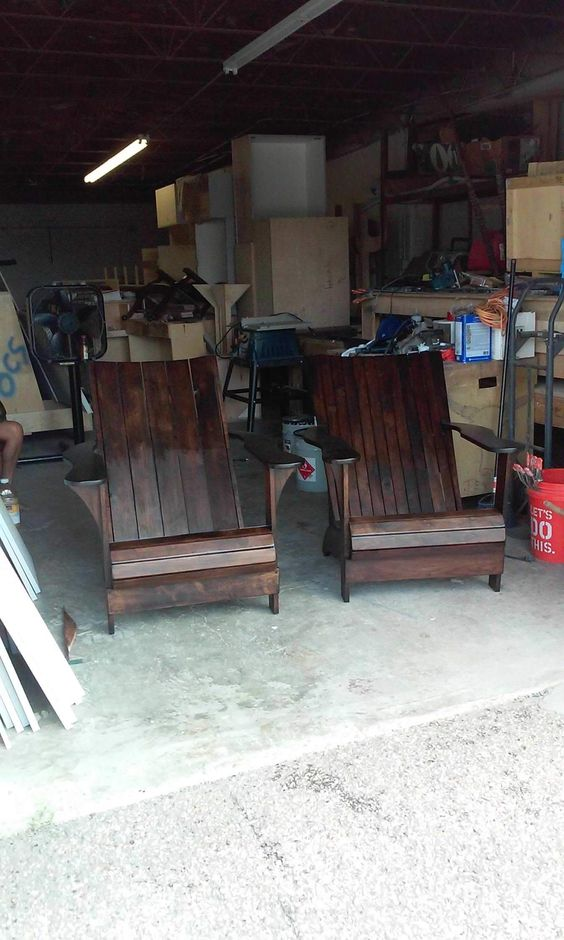 Adirondack Pallet Chairs #PalletAdirondackChair, #PalletChair, #RecyclingWoodPallets