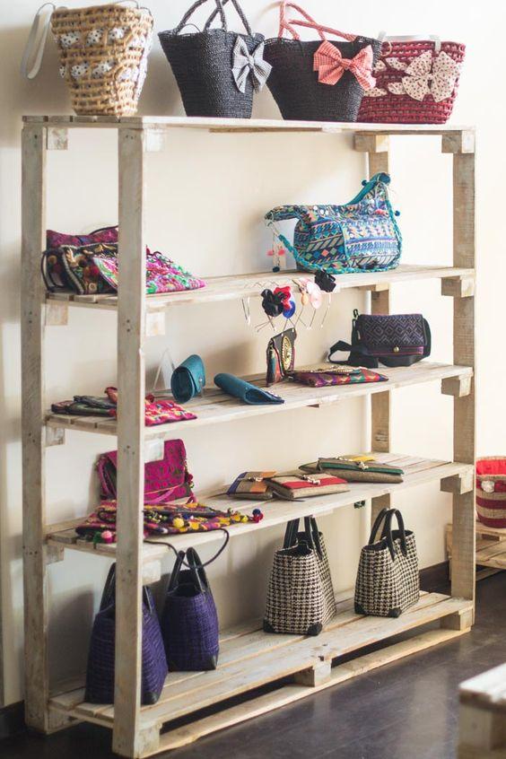 Muebles de palets y como decoramos una tienda efímera  diy