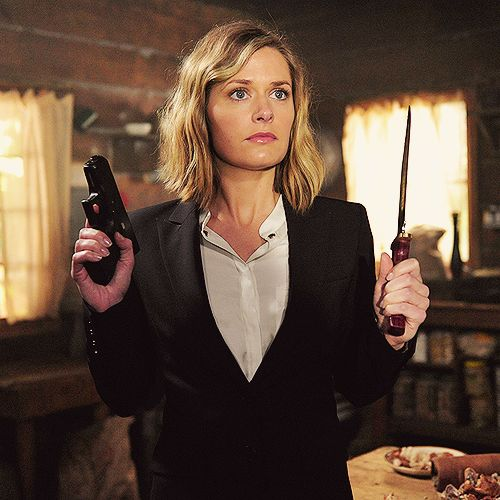 Maggie Lawson as Juliet Ohara on Psych, she looks so innocent then you see what is in her hands.